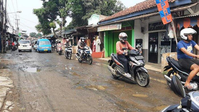 Jalan Raya Pabuaran Bojonggede Bogor Rusak Parah, Arus Lalu Lintas Terganggu