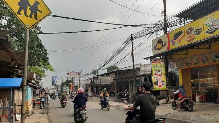 Cuaca Berawan, Lalu Lintas di Jalan Pabuaran Bojonggede Ramai Lancar