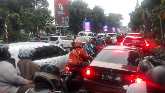 Jelang PPKM Level 3 Berakhir, Kota Bogor dan Puncak Diserbu Pengendara