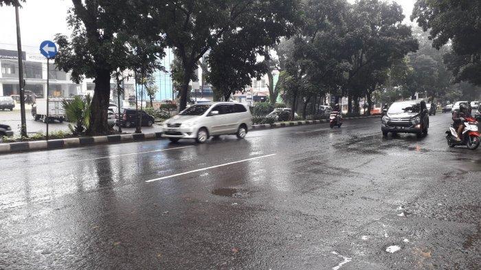 Info Lalu Lintas Kendaraan di Jalan Raya Pajajaran Arah Tajur, Waspada Jalan Licin