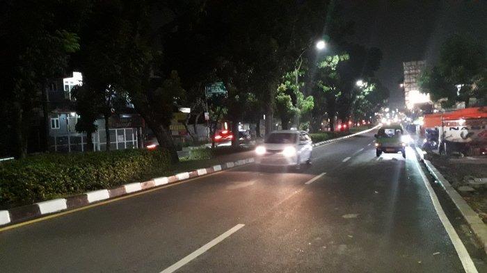 Lalu Lintas di Jalan Raya Pajajaran Malam Ini Ramai Lancar Mengarah ke Tugu Kujang