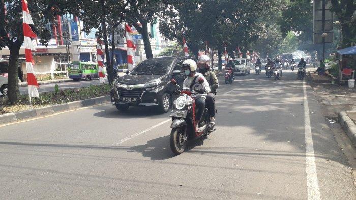 Lalu Lintas Kendaraan di Jalan Raya Pajajaran Kota Bogor Akhir Pekan Ini Ramai Lancar