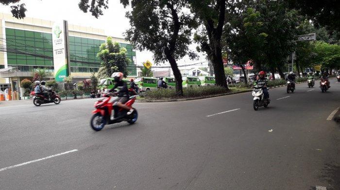 Lalu Lintas di Jalan Raya Pajajaran Kawasan Bogor Utara Ramai Lancar