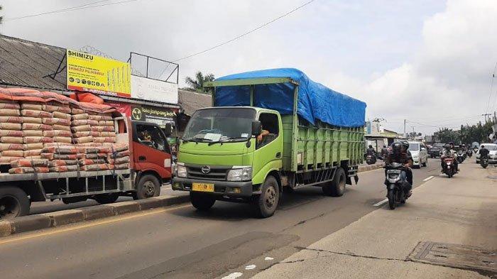 Cuaca Berawan, Kondisi Arus Lalu Lintas di Jalan Raya Parung Ramai Lancar