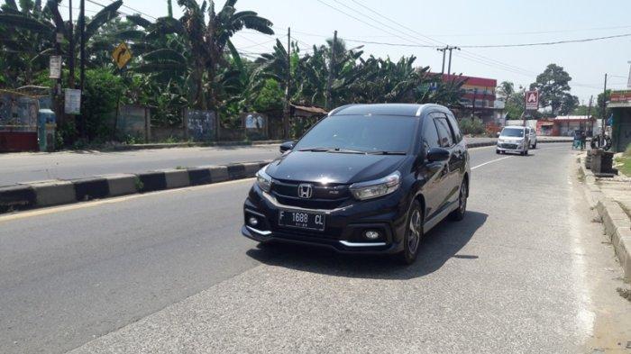 Jelang Siang Lalu Lintas Jalan Raya Parung Bogor Lancar