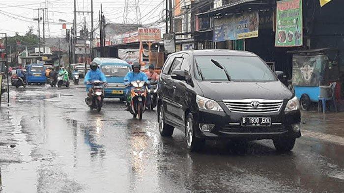 Diguyur Hujan, Jalan Raya Citayam Menuju Bojonggede Ramai Lancar