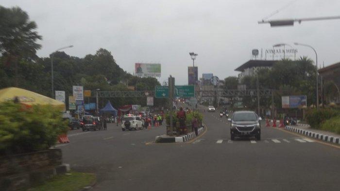 H-1 Lebaran 2021, Lalu Lintas Kendaraan di Jalan Raya Puncak Bogor Lengang