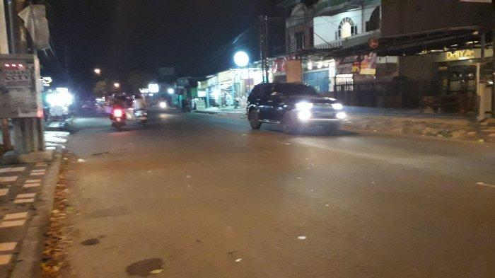 Lalu Lintas di Jalan Raya Sukahati Cibinong Selasa Malam Ramai Lancar