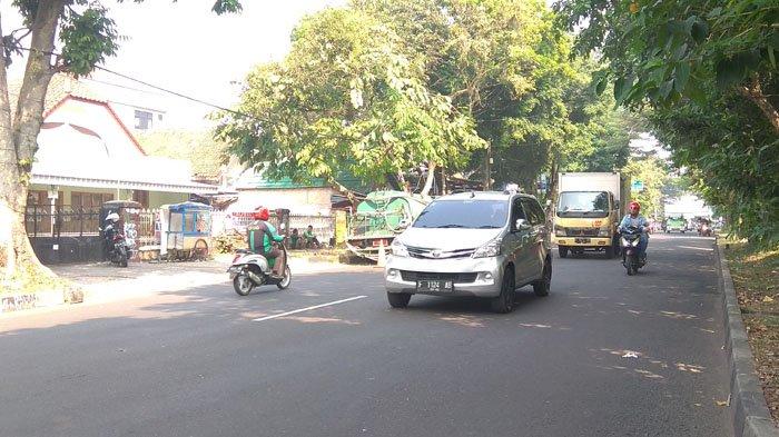 Laju Kendaraan Mengarah ke Air Mancur Lancar di Jalan RE Martadinata Bogor