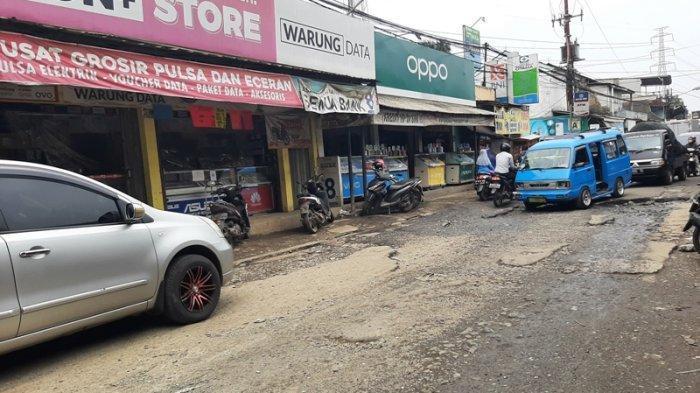 Tak Kunjung Diperbaiki, Warga Tebar Lele di Jalan Rusak Pabuaran Bogor