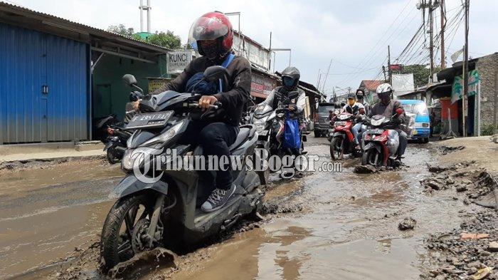 Jalan Pabuaran Bojonggede Kondisinya Rusak Parah, Lurah Mau Panggil RT dan RW