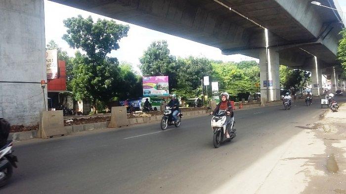 Jalan Sholeh Iskandar Arah Warung Jambu Kota Bogor Pagi Ini Ramai Lancar