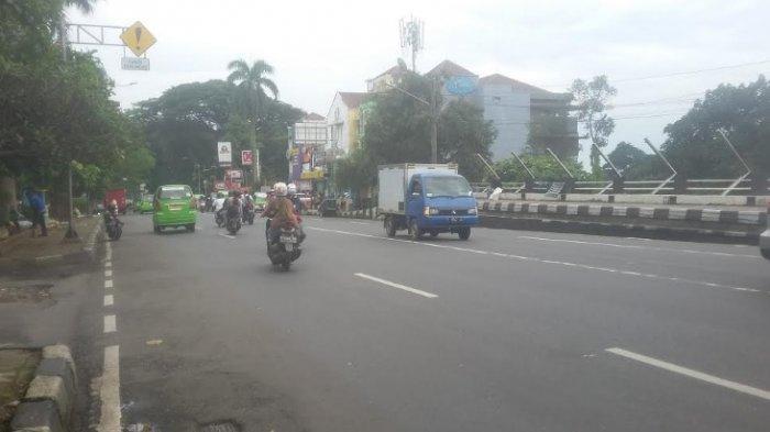 Lalu Lintas Simpang Jalan Sawo Jajar Hingga Mengarah ke Pasar Anyar Lancar