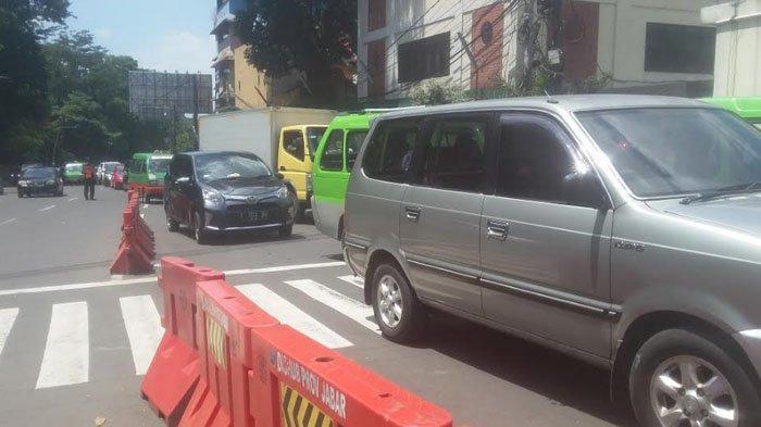 Siang Ini Lalu Lintas Jalan Jalan Surkancana Dipadati Kendaraan