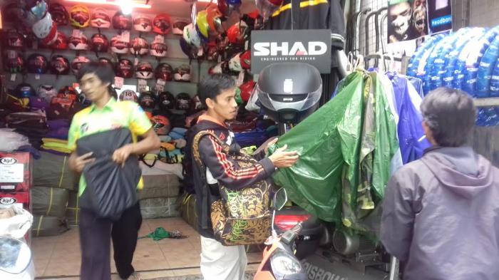 Cari Jas Hujan Di Toko Ini Harga Termurahnya Rp 50 Ribu Tribunnews Bogor