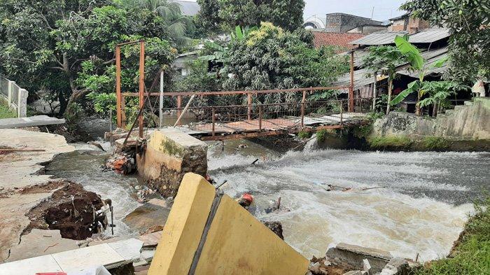 Jembatan di Bojonggede Putus Imbas Hujan Deras, Warga Harap Segera Diperbaiki