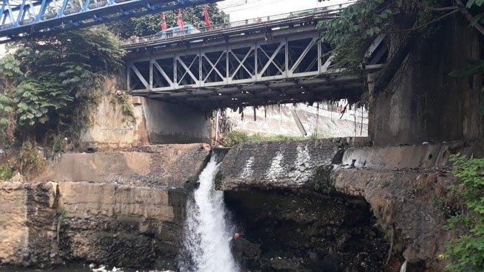 Begini Kondisi di Bawah Jembatan Situ Duit Jambu Dua, Bagian Bawah Pondasi Sudah Berongga