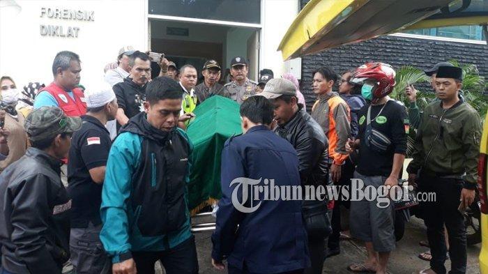 Jasad Satu Keluarga Korban Longsor di Bogor Dibawa ke Rumah Duka dari RSUD Ciawi