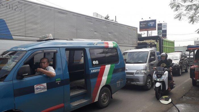 Lalu Lintas Kendaraan di Jalan KS Tubun Padat Mengarah ke Kota Bogor