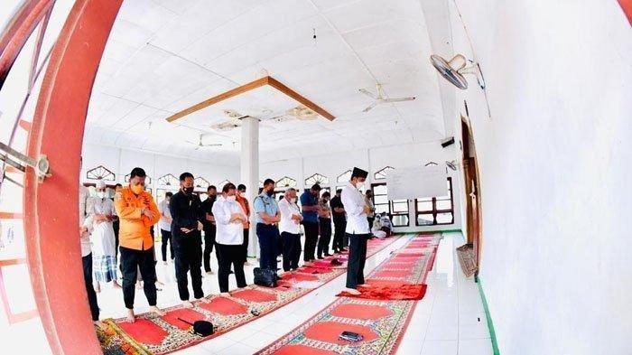 Jadi Imam di Masjid Babul Janah, Jokowi Gantikan Imam yang Jadi Korban Banjir dan Belum Ditemukan