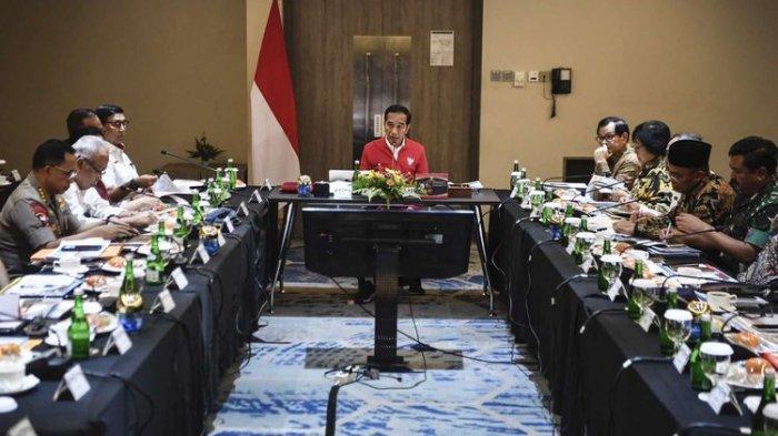Bahas Situasi Terkini, Jokowi Kumpulkan Menteri, Kapolri, hingga Panglima