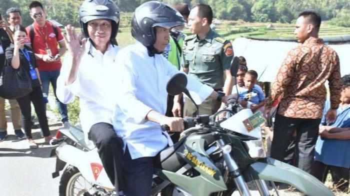 Tengok Korban Gempa di Lombok, Jokowi Dibonceng TGB Naik Trail