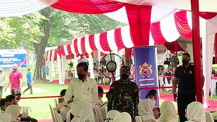 Didampingi Pangdam III/Siliwangi, Jokowi Tinjau Vaksinasi Massal Pelajar di Kebun Raya Bogor