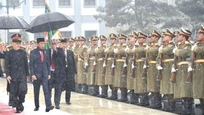 Cerita Dibalik Kunjungan Jokowi ke Afghanistan, Saking Tegangnya Selimut Jadi Syal