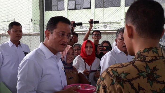 Pemuda Penyandang Disabilitas di Bogor Ini Jago Bahasa Inggris, Dites Langsung Oleh Menteri Sosial