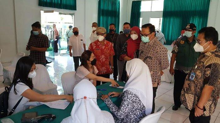 Dukung Pembukaan Pariwisata, Pemkab Bogor Suntik Vaksin 2.060 Pelaku Usaha Hotel dan Restoran