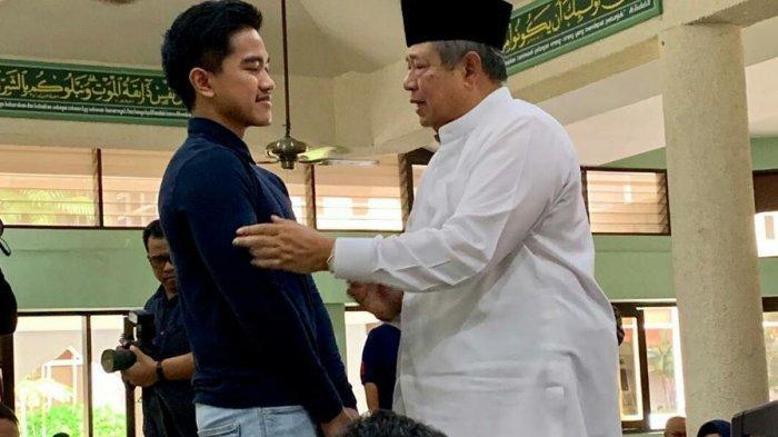 Putra Jokowi Dipuji Elit Demokrat Saat Melayat Ibu Ani di Masjid KBRI Singapura: Anak Muda Berbudi