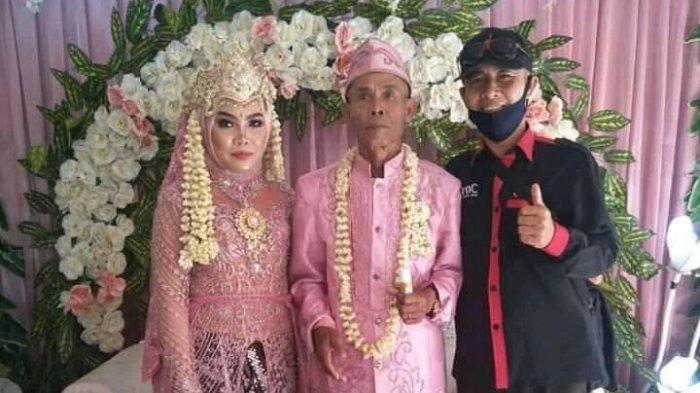 pernikahan Abah Sarna kakek berusia 71 tahun dan Noni gadis berusia 18 tahun di Subang.