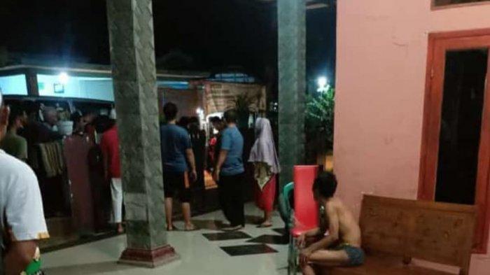 BREAKING NEWS -  2 Kakek di Bogor Diduga Cabuli Bocah 8 Tahun, Warga Kepung Rumah Pelaku