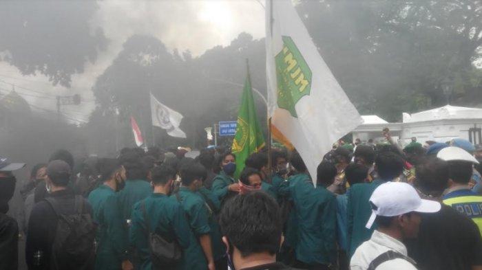 Demo di Depan Istana Bogor Sempat Memanas, Mahasiswa dan Petugas Terlibat Aksi Saling Dorong