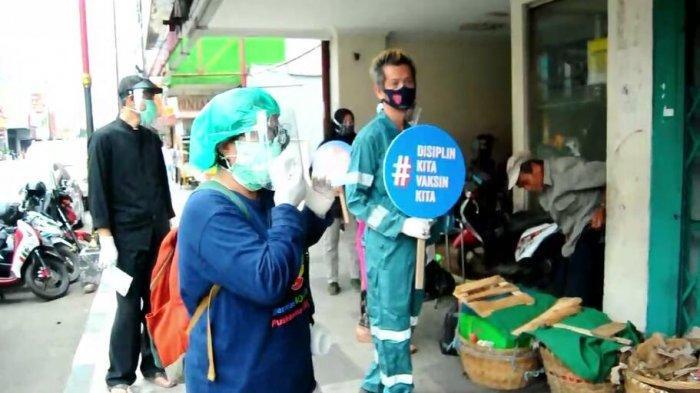 BREAKING NEWS - Kampanye Protokol Kesehatan, Banyak Pedagang Lansia Tidak Pakai Masker