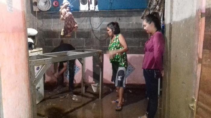 Sedang Keloni Anak, Nuryani Kaget Banjir Datang Seperti Air Bah