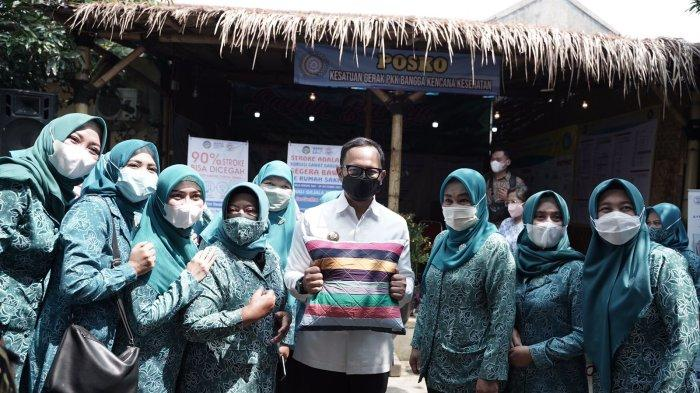 Wali Kota Bogor, Bima Arya meresmikan Kampung Perca. Deklarasi ini ditandai dengan pelantikan para Duta di Kantor Kelurahan Sindangsari, Kecamatan Bogor Timur, Kota Bogor, Jumat (8/10/2021).