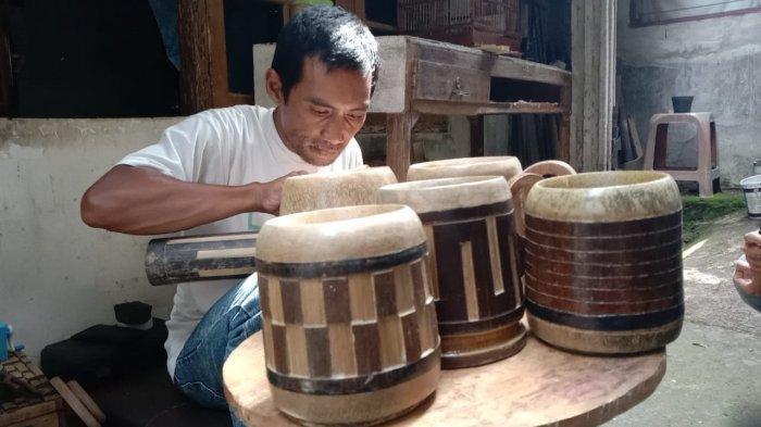 Mengintip Aktivitas di Imah Kreasi Awi Bogor, Kang Erwin Hasilkan Kerajinan Keren Dari Bahan Bambu