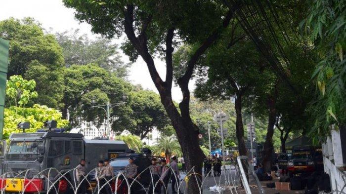 Pasca Penetapan Hasil Pemilu, Jalan Depan KPU RI Dipasang Kawat Berduri