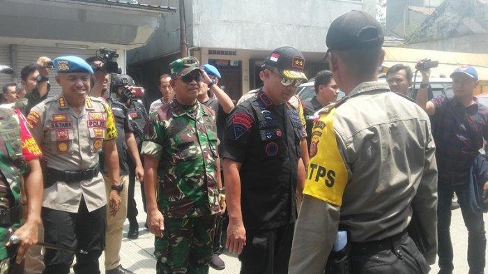Kendarai Motor, Pangdam III Siliwangi dan Kapolda Jabar Tinjau Pengamanan Pemungutan Suara di Bogor