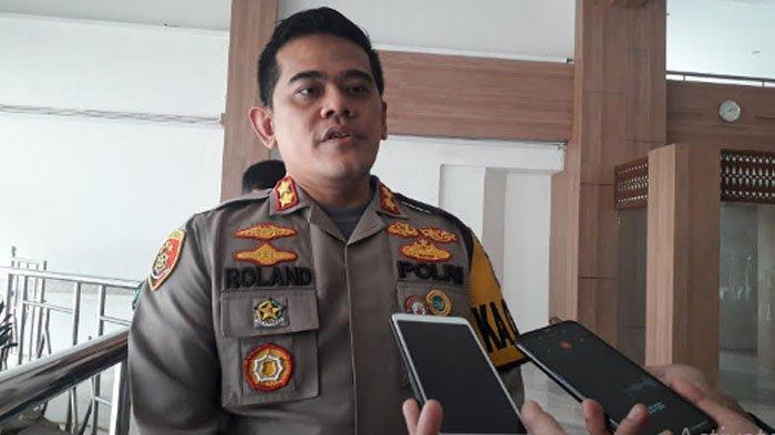 Kapolres Bogor AKBP Roland Ronaldy di di Teras Kantor Setda Kabupaten Bogor, Cibinong, Rabu (16/12/2020).