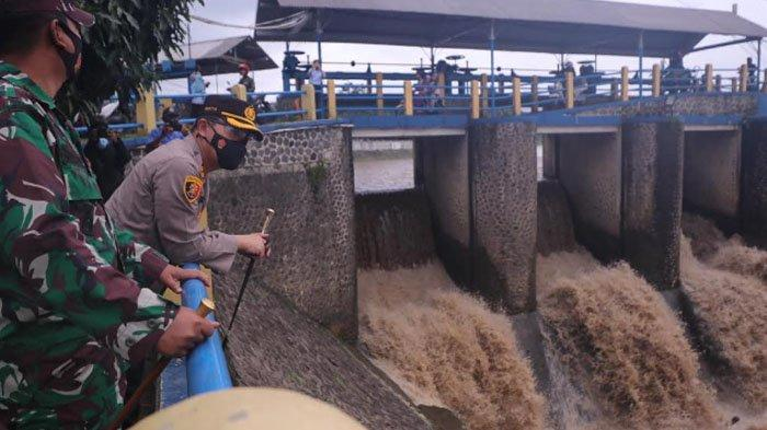 Pastikan Sistem Mitigasi Bencana Berjalan, Kapolresta Bogor Kota Blusukan Ke Bendung Katulampa
