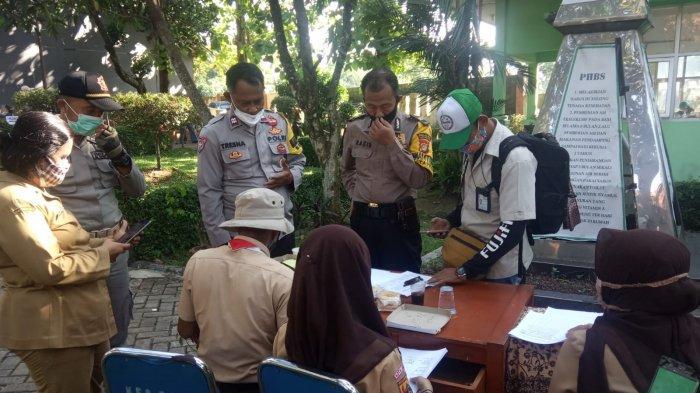 Ribuan Warga Tajurhalang Bogor Ikuti Vaksinasi Massal di Kantor Kecamatan