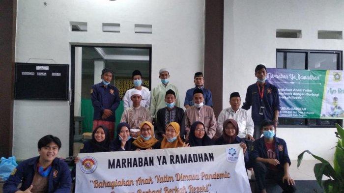 Karang Taruna Desa Sukajaya Bogor Bagikan Paket Sembako untuk Puluhan Anak Yatim
