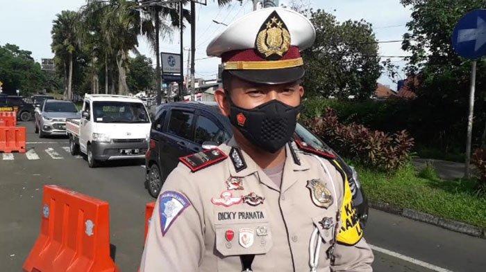 Kasat Lantas Polres Bogor Iptu Dicky Pranata mengatakan bahwa volume kendaraan di Puncak Bogor pada momen libur Imlek ini mengalami peningkatan, Jumat (12/2/2021).