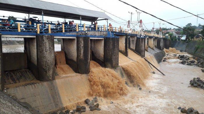 Diguyur Hujan Sejak Pagi, Tinggi Muka Air Bendung Katulampa Bogor Normal