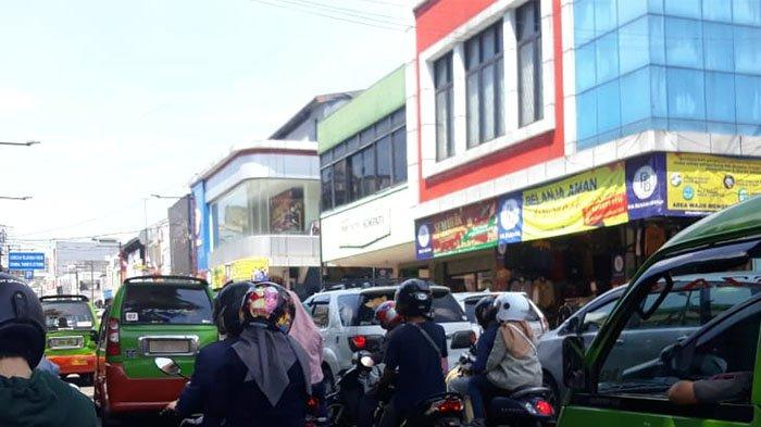 Hari Libur Nasional, Pusat Niaga Jalan Suryakancana Dipadati Pengunjung di Tengah PPKM Level 4