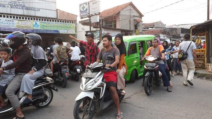 Kawasan Stasiun Bojonggede Bogor Sore Ini Terpantau Padat
