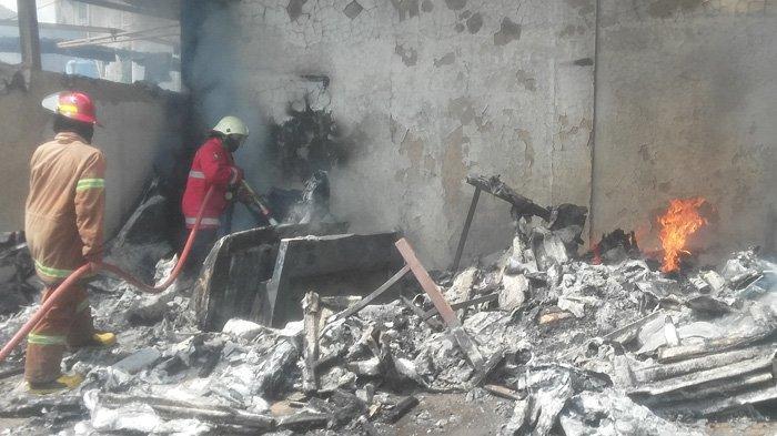 Pabrik di Tajur Bogor Terbakar, Sempat Terdengar Ledakan, 8 Mobil Pemadam Diterjunkan