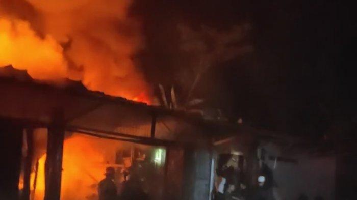 Gudang Penyulingan Oli di Gunung Putri Bogor Ludes Dilalab Api